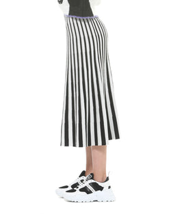 Skirt with optical illusion