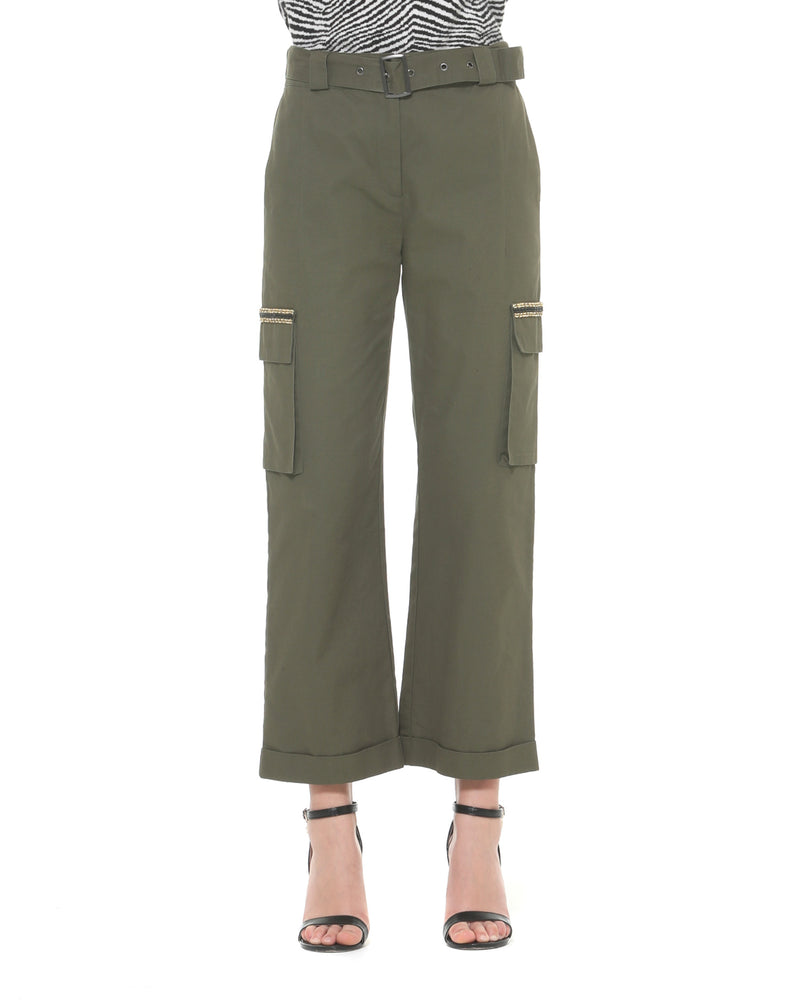 High-waisted trousers with side pockets