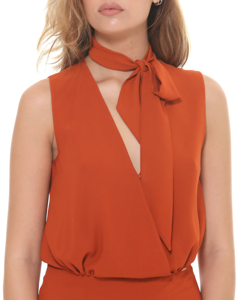 Waisted top bow neck
