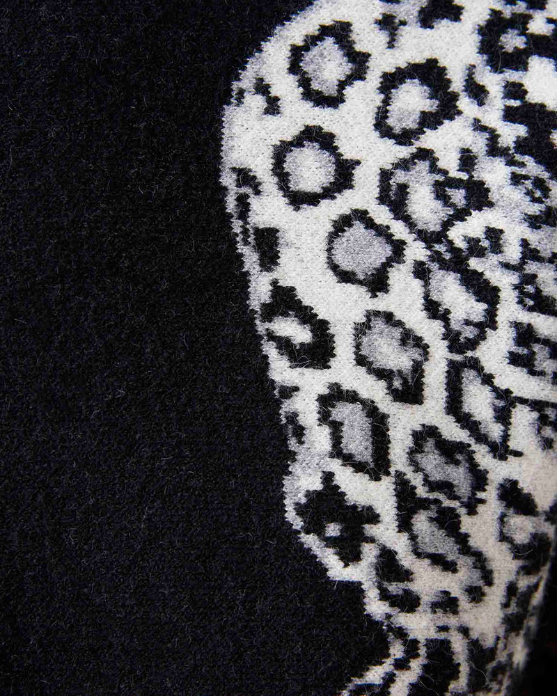 Sweater animal pattern sleeves