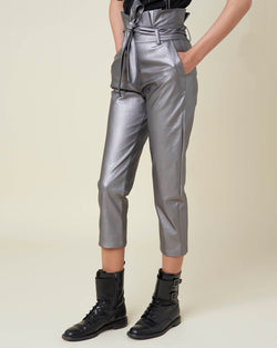 Trousers with pouch waist