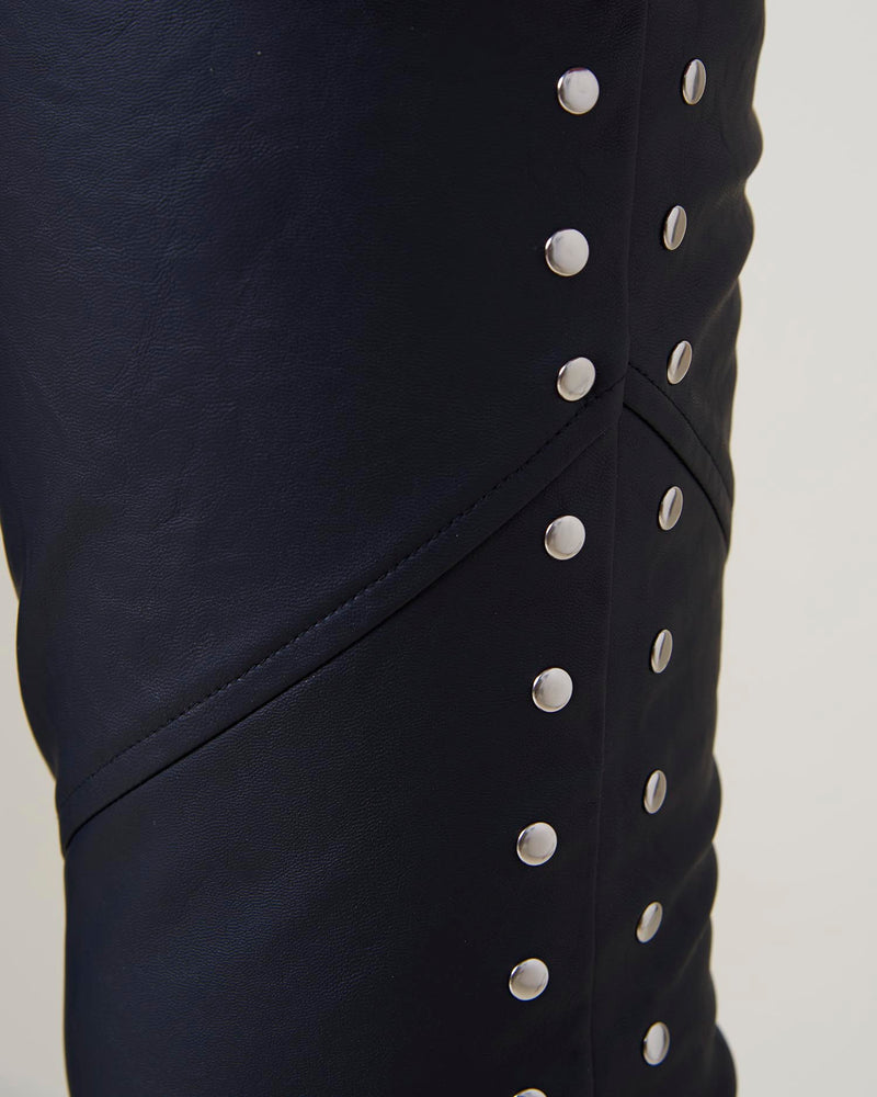 Trousers with buttons on side