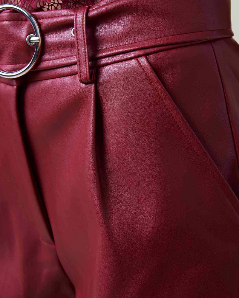 Leatherette shorts with belt
