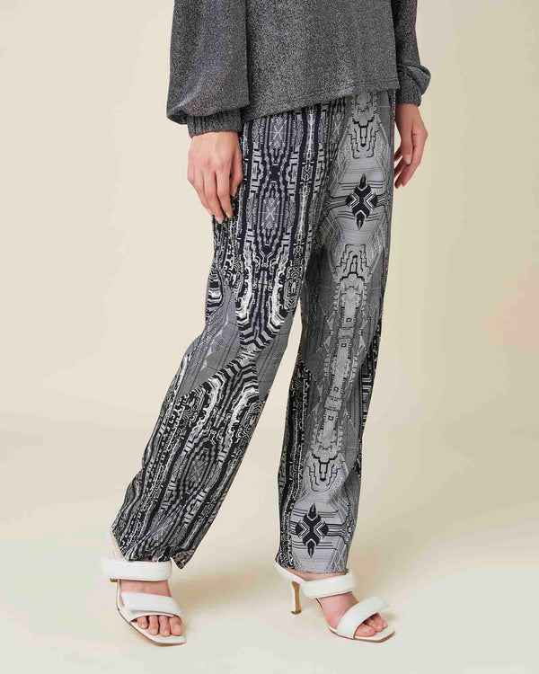 Straight trousers with printed pattern