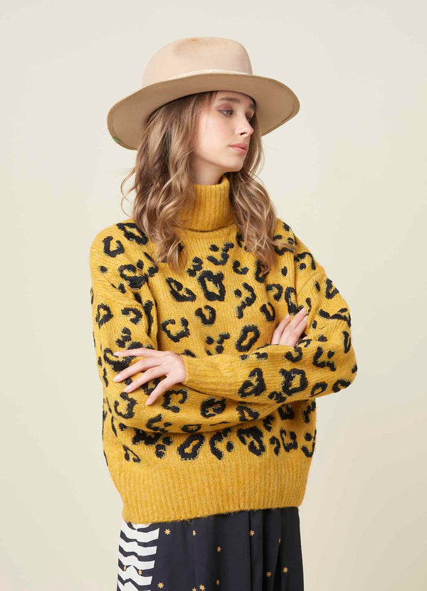 Animal pattern turtleneck