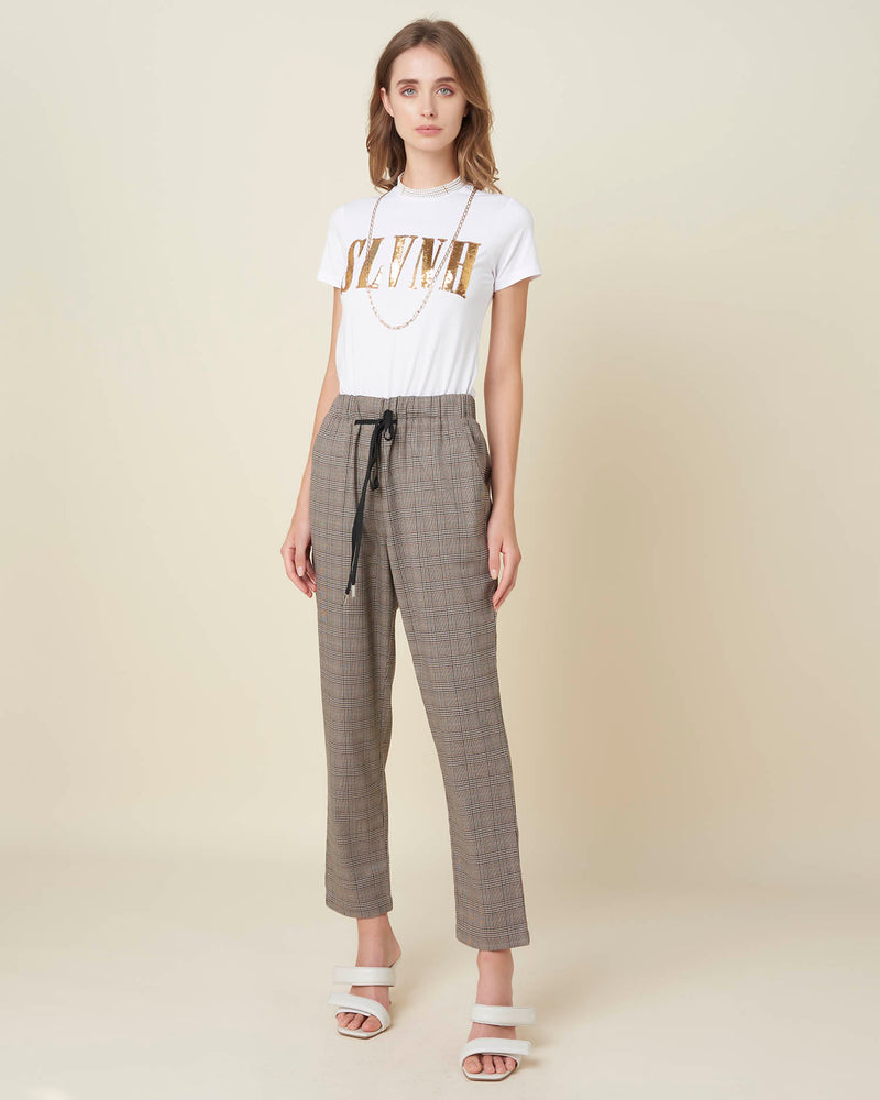 Trousers with drawstring on waist