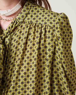 Blouse with sash on neck