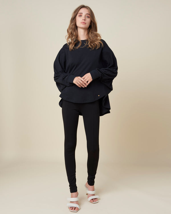 Sweatshirt with asymmetrical bottom