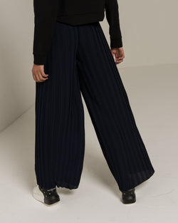 Pleated trousers with knotted belt