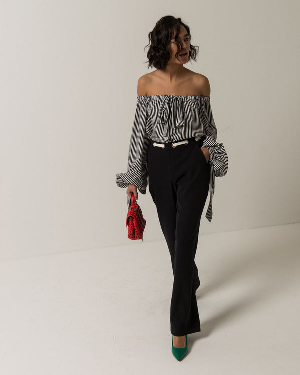 Trousers with lace in contrasting
