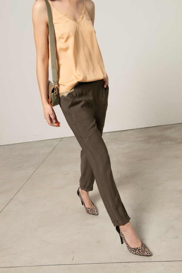 Comfort fit trousers with elastic band