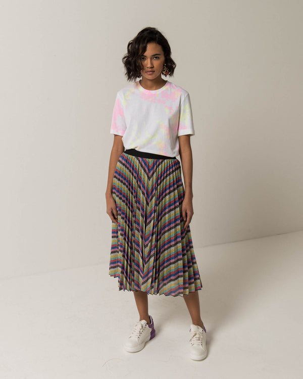 Pleated skirt with satin texture