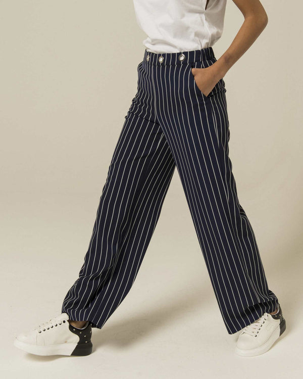 Trousers with rings on waist