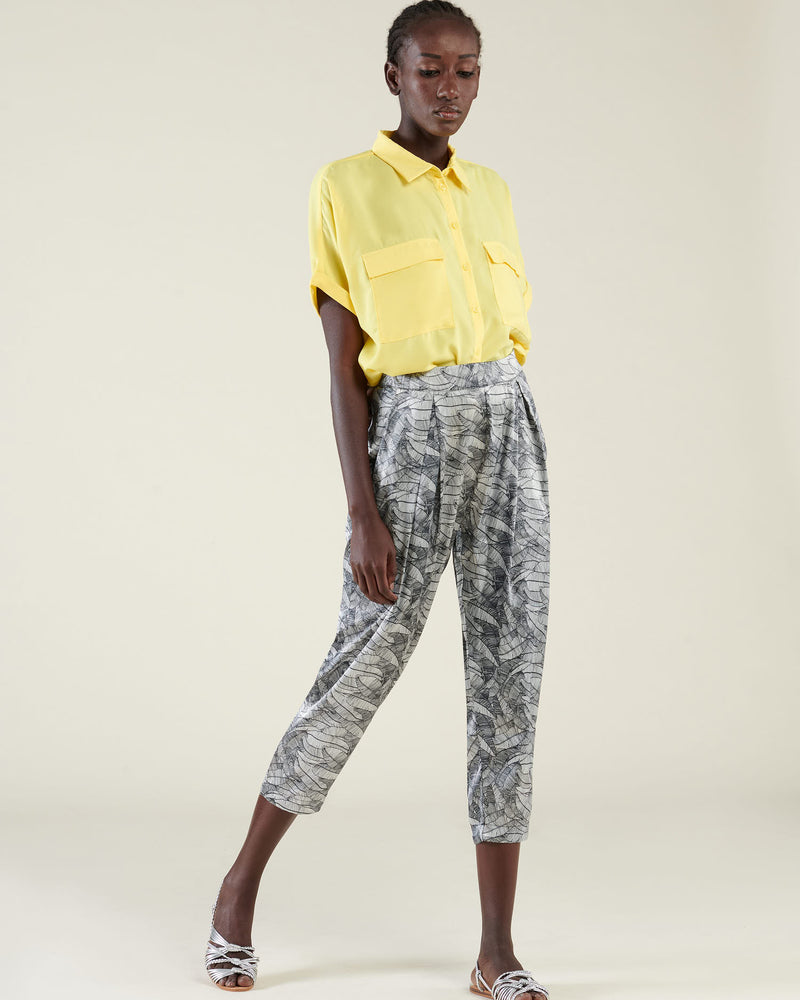 Cropped pants with pleat