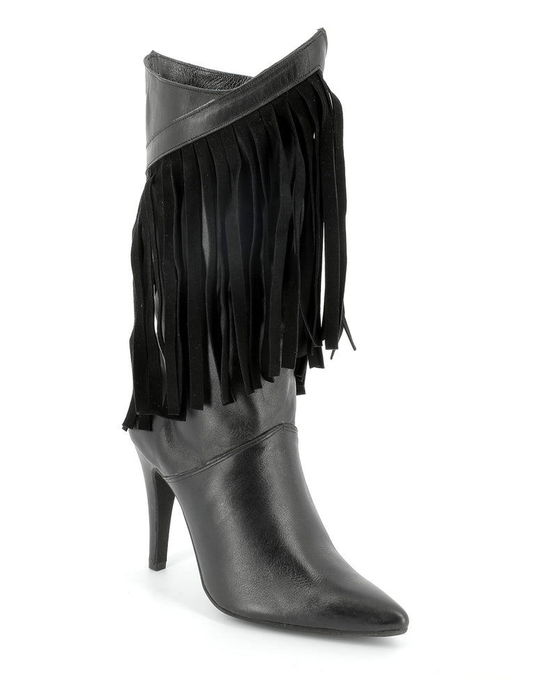 Leather boots with fringes