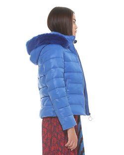 Short and quilted down jacket
