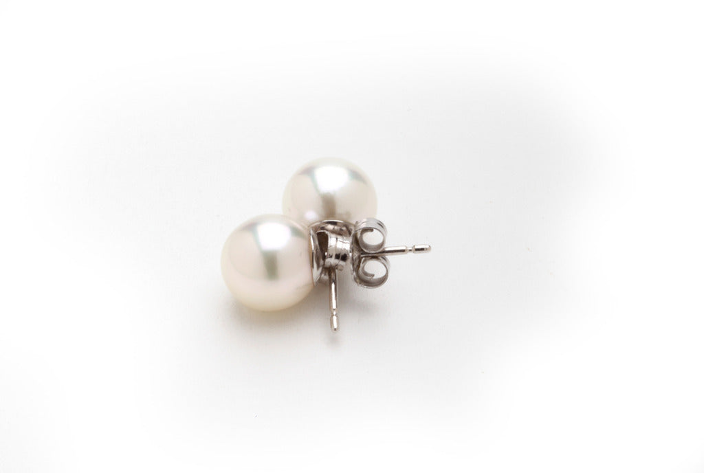 Classic White Freshwater Ear Studs