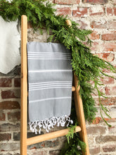 Load image into Gallery viewer, Premium Turkish Classic Striped Peshtemal Towel