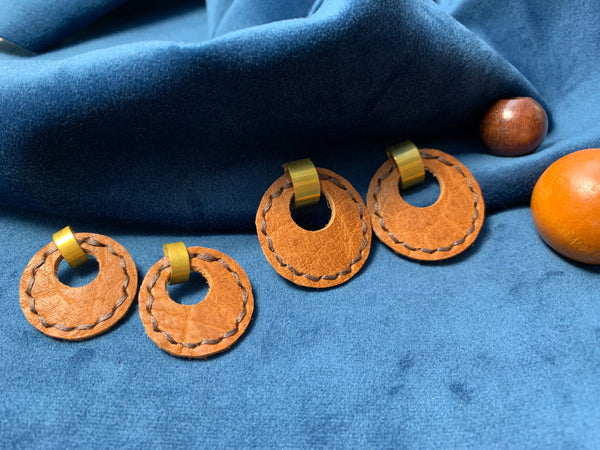 Majeure Earrings in Camel - Large and Small