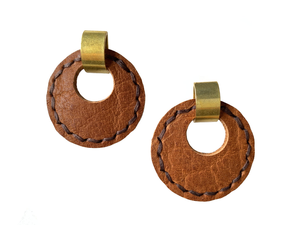 Majeure - 70s Style Drop Earrings in Camel