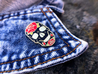Skulls & Roses Tattoo Hard Enamel Pin - Gold