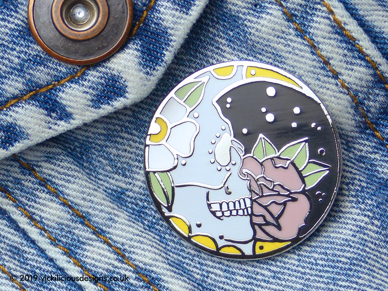 SUGAR SKULL MOON HARD ENAMEL PIN