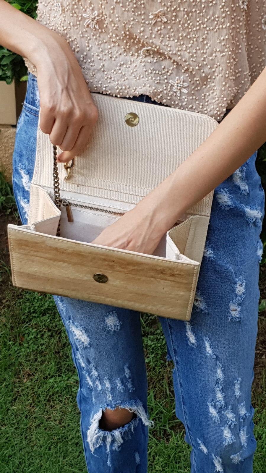 Perla Banana Natural Handmade Clutch