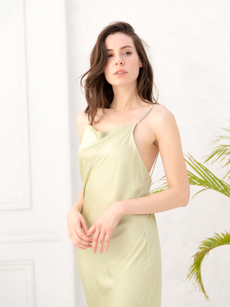 satin touch dress / olive