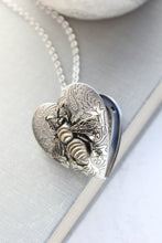 Load image into Gallery viewer, Bee Heart Locket