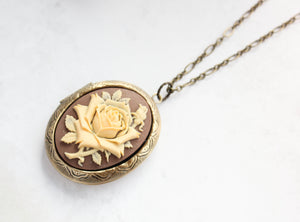 Big Cameo Locket - Cream Rose
