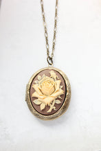 Load image into Gallery viewer, Big Cameo Locket - Cream Rose