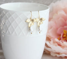 Load image into Gallery viewer, Orchid Pearl Earrings - Short