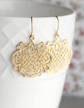 Load image into Gallery viewer, Hammered Gold Filigree Earrings