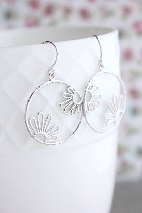 Daisy Circle Earrings - Silver
