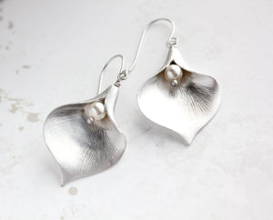 Calla Lily Earrings - Silver