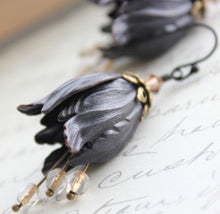 Load image into Gallery viewer, Black Tulip Earrings