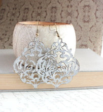Load image into Gallery viewer, Damask Filigree Earrings - White