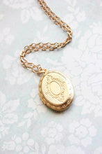 Load image into Gallery viewer, Gold Locket Necklace