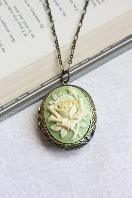 Big Cameo Locket - Light Green