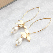 Load image into Gallery viewer, Orchid Pearl Earrings - Long