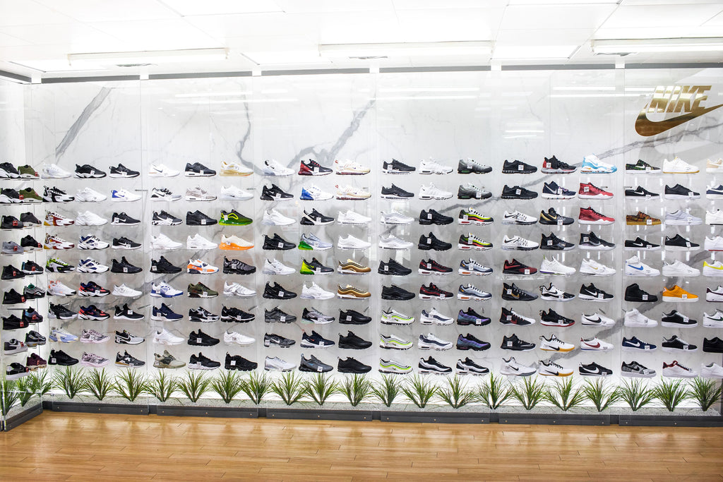 Nike_Marble_Wall_Gold_NSW