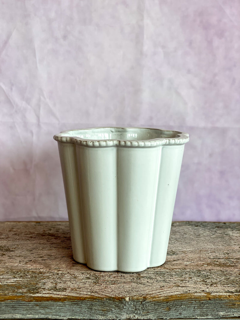 Scallop Detail Planter - White