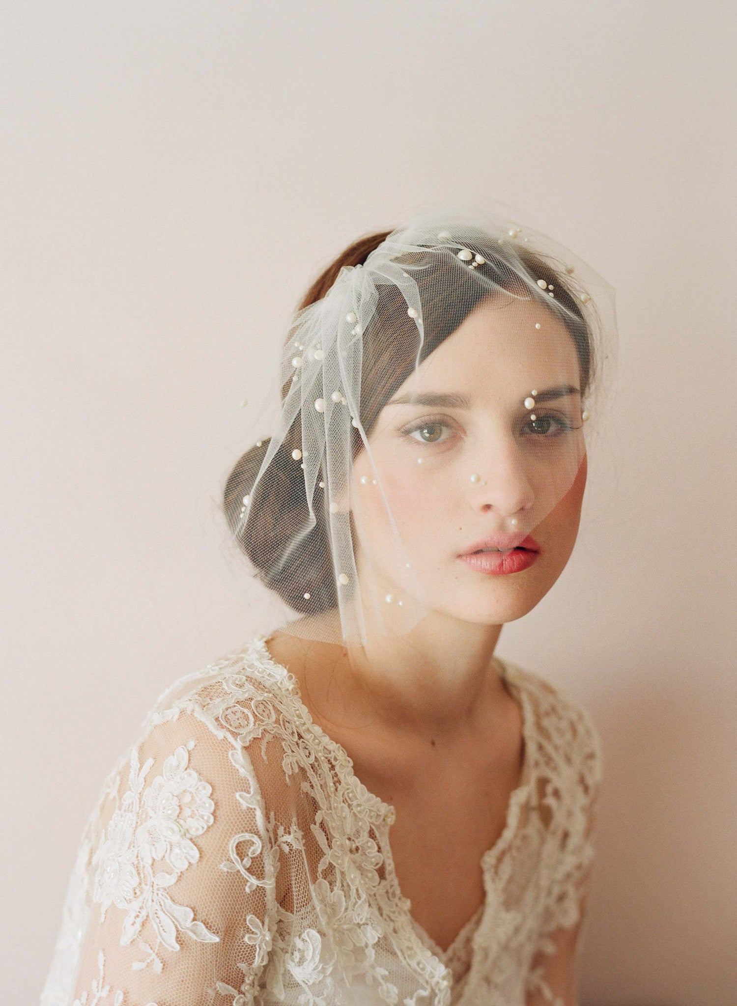 Mini tulle veil with pearls - Style # 212