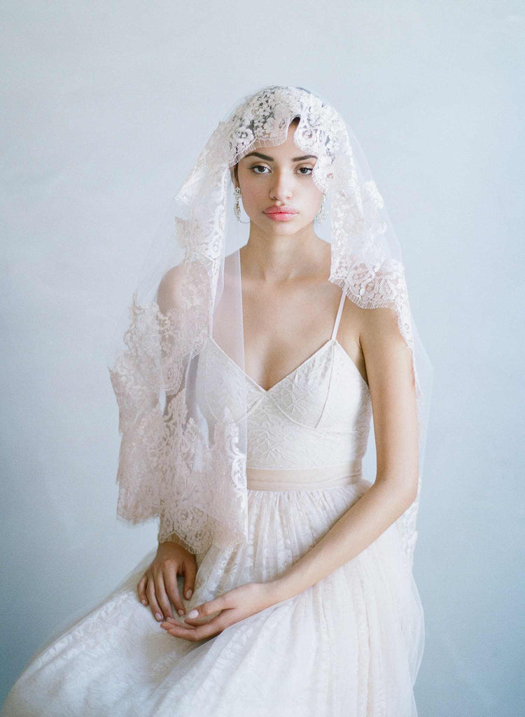 French lace bridal veil, lace trimmed