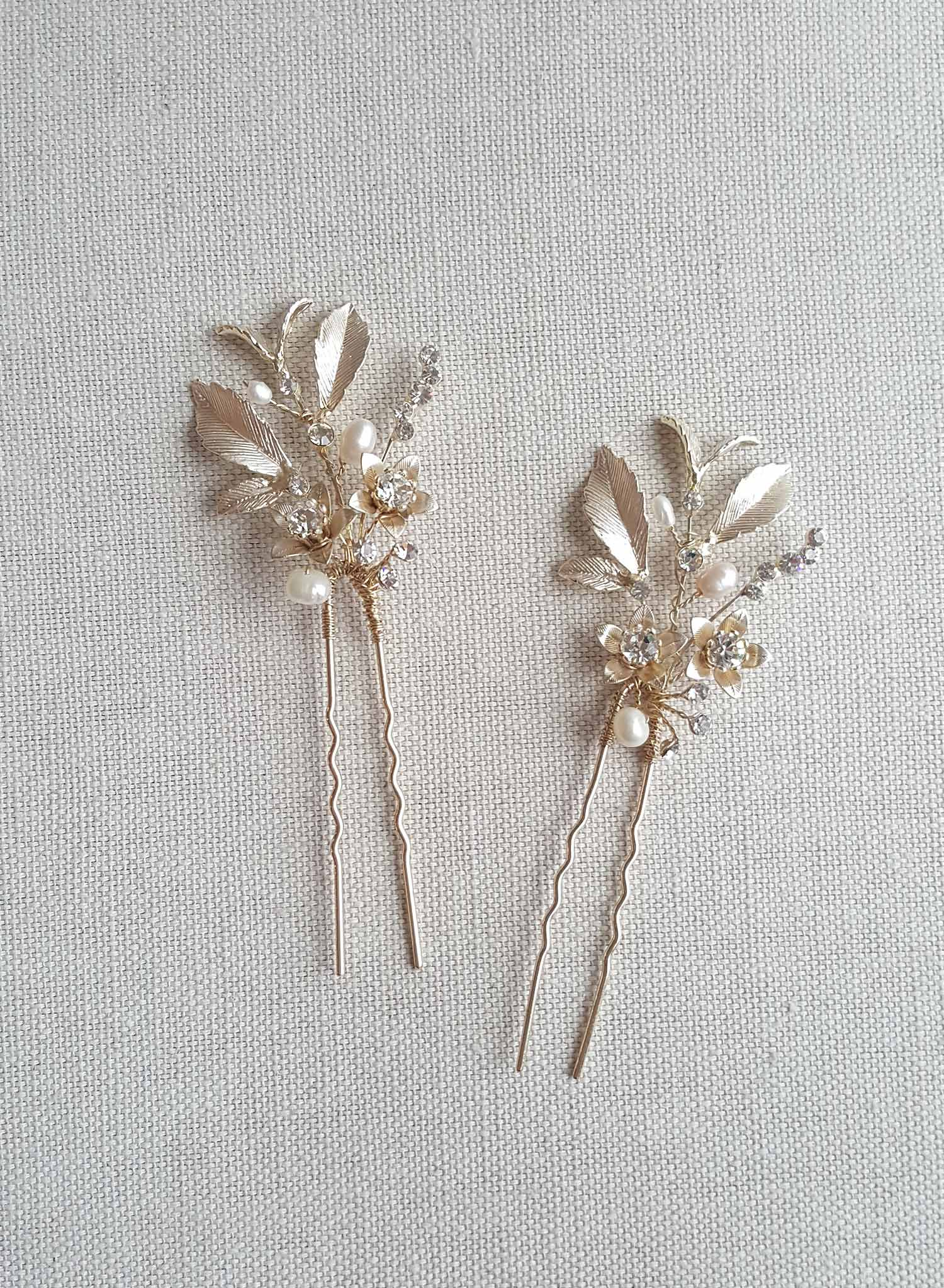 Dainty blossom and crystal hairpin - Style #858