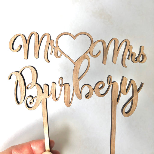 Script surname with heart topper - Younique Collective