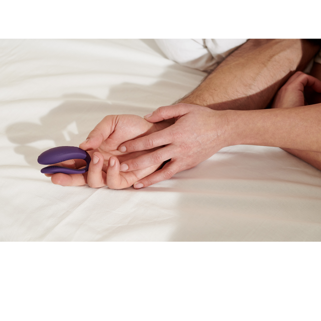 We-Vibe Unite in Hands