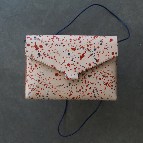 Mokoko Fold Handbag in Natural Mix dotted vegetable tanned leather. The dots are in orange, red and blue colors.