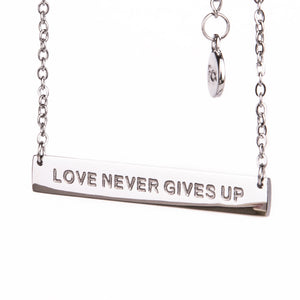LOVE NEVER GIVES UP - Necklace