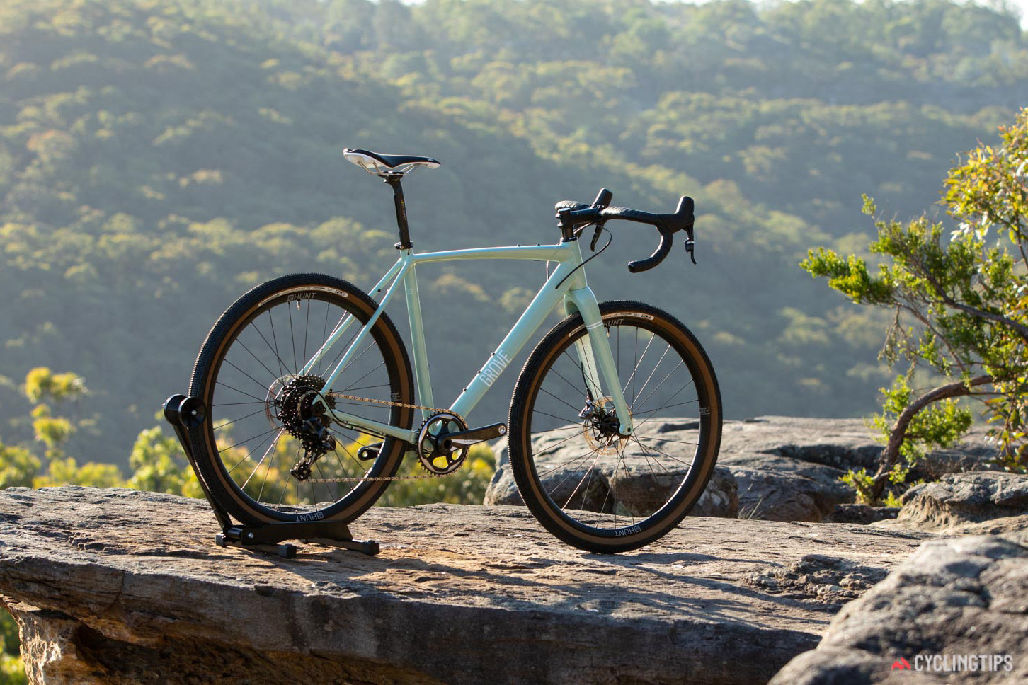 R.A.D REVIEW: Cycling Tips Test The Grove R.A.D Force LTD